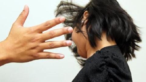 Phụ huynh tố giáo viên bắt hàng loạt học sinh tự tát 50 cái vào mặt