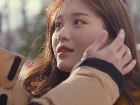 Gái Hàn Han Sara ''yêu hết mình'' trong MV mới