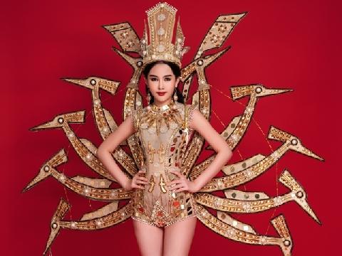 Ngân Anh diện trang phục dân tộc nặng 50kg ở Miss Intercotinental