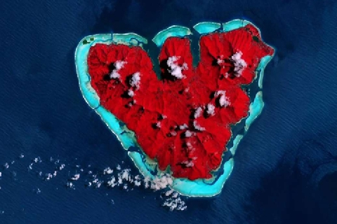 Hòn đảo hình trái tim của Pháp qua ảnh vệ tinh