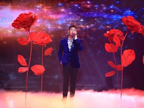 Noo Phước Thịnh ''soái ca'' chất lừ khi live hit ''Thương em là điều anh không thể ngờ''