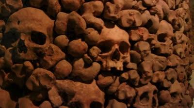 Hầm mộ bị lãng quên ở giữa lòng quảng trường rộng lớn