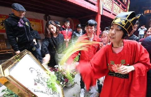 Người Trung Quốc đón ngày Thần Tài như thế nào?