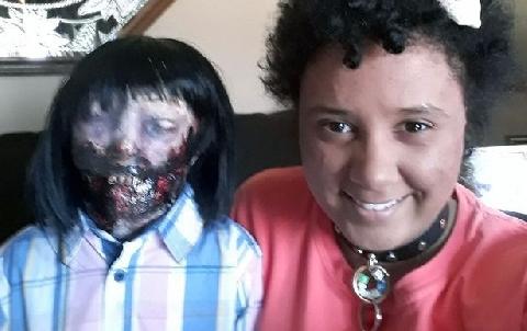 Cô gái kết hôn với búp bê zombie