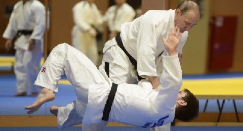Putin bị thương khi đấu với võ sĩ judo quốc gia