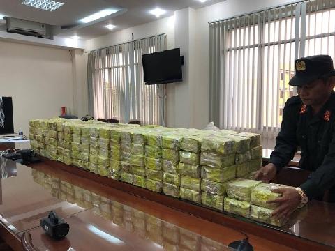 Cảnh sát vây bắt băng buôn ma túy xuyên quốc gia ở Sài Gòn