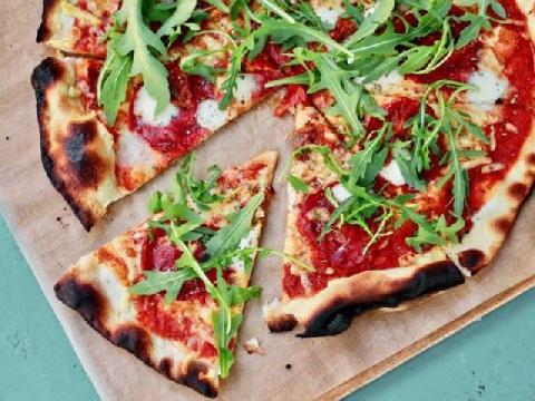 Sau mì bay, người ta nhắc tới món pizza bay như một siêu phẩm