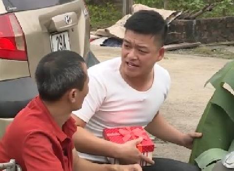 Hài Trung Ruồi, Tú Vịt:  Buôn hàng hiệu