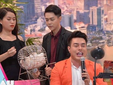 Lâm Vỹ Dạ choáng với pha Livestream ''chợ búa'' của Lê Dương Bảo Lâm