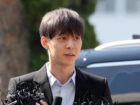 Dù wax sạch lông để xóa dấu vết, Yoochun vẫn bị phát hiện dính ma tuý