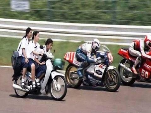 Cuộc đua xe mới lạ chưa từng thấy