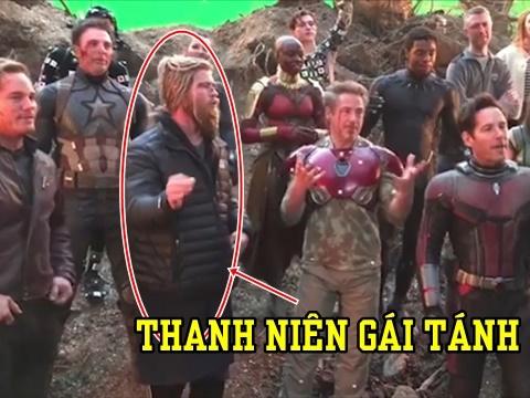 Avengers hát mừng sinh nhật Iron man nhưng người ta chỉ để ý đến Thor bởi vì?