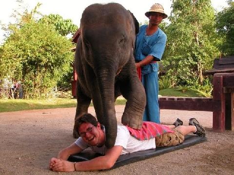 Ai dám massage kiểu này, tôi thì không!!!