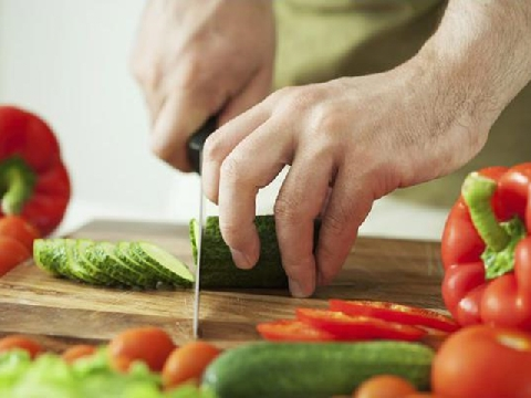 Đỉnh cao của siêu đầu bếp là bịt mắt thái rau nhanh như chớp