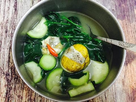 Bồi bổ cơ thể với món trứng vịt lộn um bầu và ngải cứu