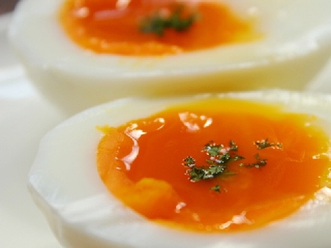 Nhà hàng 5 sao luộc trứng lòng đào như thế nào?