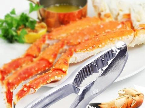 Cách tách càng cua giữ nguyên thịt và lột vỏ hải sản không tốn sức