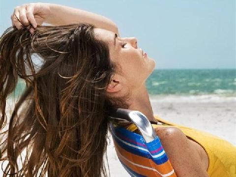 3 mẹo đơn giản giúp bảo vệ tóc khi đi du lịch