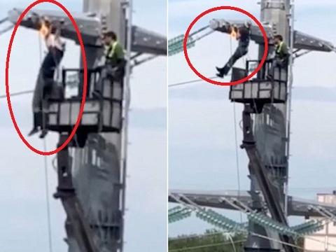 """Thợ điện """"hít xà đơn"""" trên cột điện cao thế ở độ cao 40 mét"""