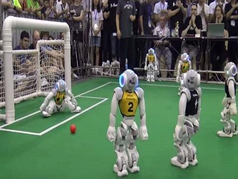 Ngạc nhiên với trận đá bóng của các chú robot
