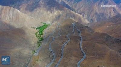 'Nghẹt thở' với cung đường nguy hiểm dài 30 km có tới 72 khúc cua