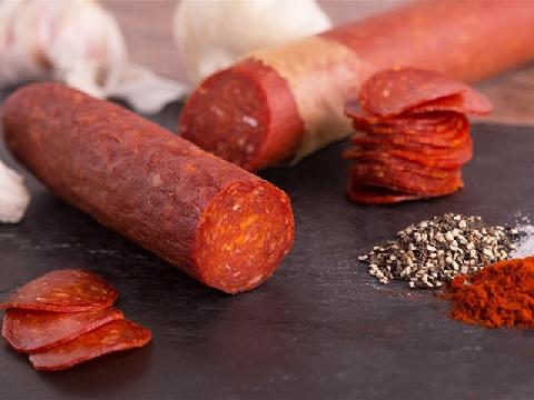 Pepperoni - món xúc xích ớt khô cay nồng