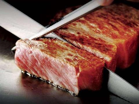 Cận cảnh chế biến món thịt bò cực phẩm
