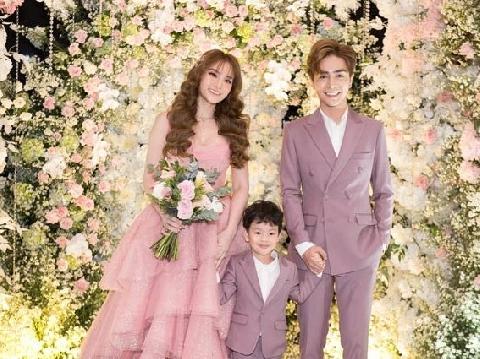 Thu Thủy rực rỡ làm cô dâu tuyệt sắc trong tiệc cưới ngàn hoa
