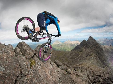 Những màn đi xe đạp mạo hiểm nhất thế giới