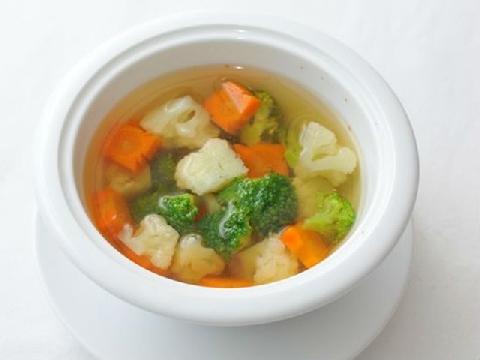 Cho bé ăn chay với món súp rau củ mẹ làm