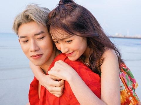 Gái Hàn Han Sara đếm dấu son trên ngực Kay Trần trong MV mới