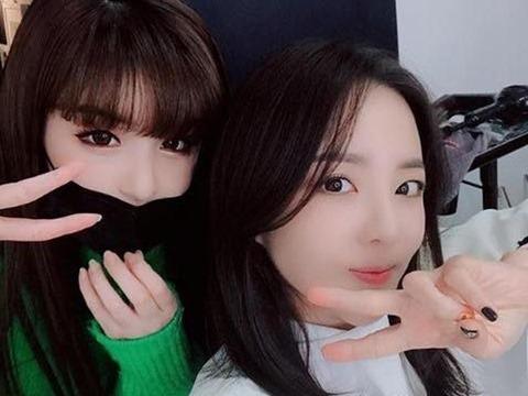 Lâu lắm rồi Park Bom mới nhảy sexy bên Dara, fans hô hào 2NE1 tái hợp