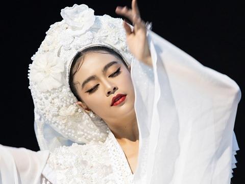 Dân mạng tranh cãi một câu hát trong ''Tứ Phủ'' của Hoàng Thuỳ Linh