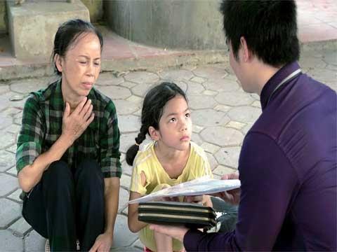 Cô Bé Nghèo Trả Lại Tỷ Phú Chiếc Cặp Nhặt Được, 20 Năm Sau Nhận Quả Ngọt