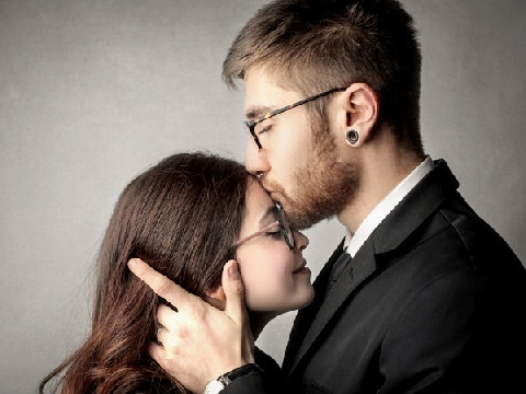 Đang hôn mê, chồng tỉnh dậy sau nụ hôn của vợ