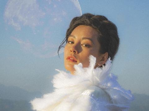 Bùi Lan Hương hát live ''Mặt Trăng'' rồi bật khóc vì lý do này!