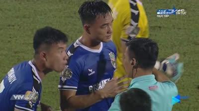 Trọng tài 'bẻ còi', Viettel thắng Bình Dương sau trận cầu tranh cãi