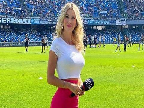 Nữ nhà báo bị ultra Napoli đòi xem ngực!