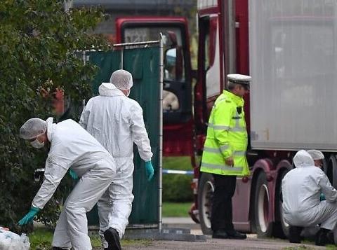 Sự cầu cứu tuyệt vọng của 39 nạn nhân bị chết trong xe container ở Anh