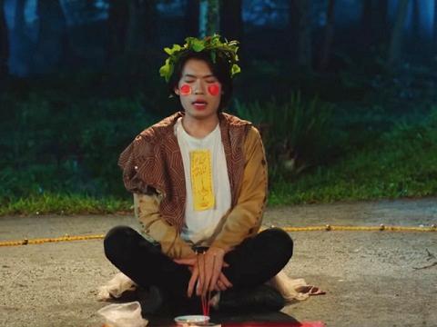 Kinh dị: Quang Trung hát đồng dao 'dụ' ma lúc nửa đêm