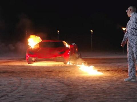 Đốt 3 ô tô vì... diệt gián