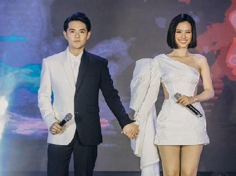 Hậu đám cưới thế kỷ, Đông Nhi - Ông Cao Thắng lộ clip hát song ca tình tứ