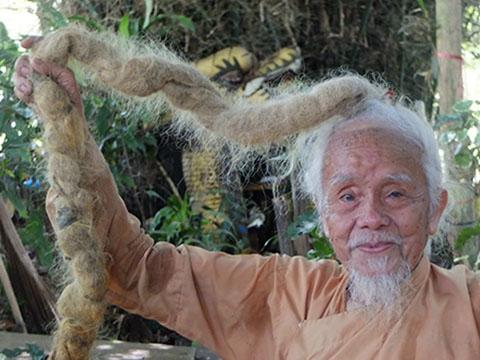 Ngạc nhiên với mái tóc dài như suối của cụ ông 91 tuổi