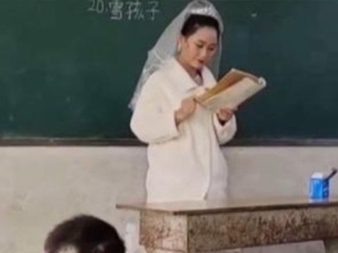 Trong ngày cưới, cô giáo mặc áo cưới đứng lớp