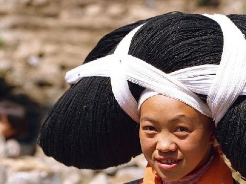 Nơi phụ nữ gánh đồ trên đầu, không dùng tay như diễn xiếc
