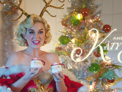 Katy Perry gợi cảm cực độ, rủ Santa quậy tưng MV Giáng Sinh