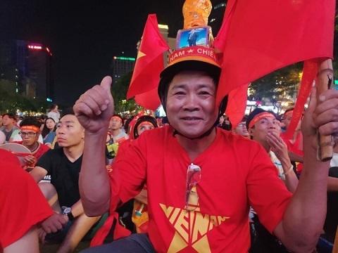 Hàng nghìn CĐV ăn mừng U22 Việt Nam vào chung kết SEA Games