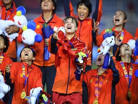 Khoảnh khắc tuyển nữ Việt Nam vỡ òa trong niềm vui vô địch SEA Games