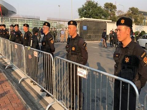 An ninh thắt chặt trước giờ đội tuyển bóng đá về Nội Bài