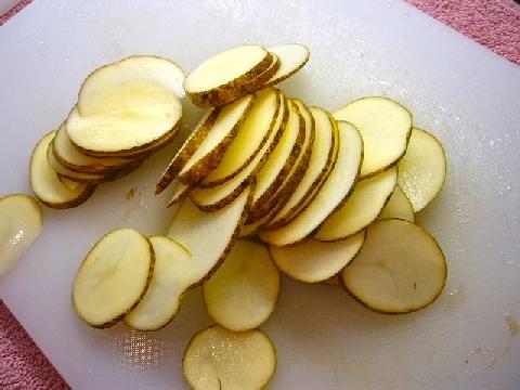 Kỹ năng thái khoai tây mỏng như sợi tóc